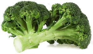 Брокколи – содержит много кальция. Также этого элемента много в помидорах, кабачках, баклажанах, в молочных продуктах, кунжуте.